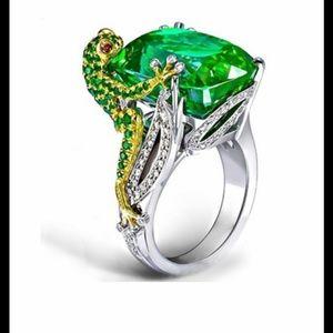 Gorgeous Fashion Chameleon Lizard Ring